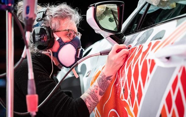 Представлено первое в мире авто с  татуировками : фото