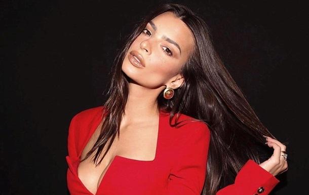 Ратаковски показала фото топлес, на котором ей 17 лет