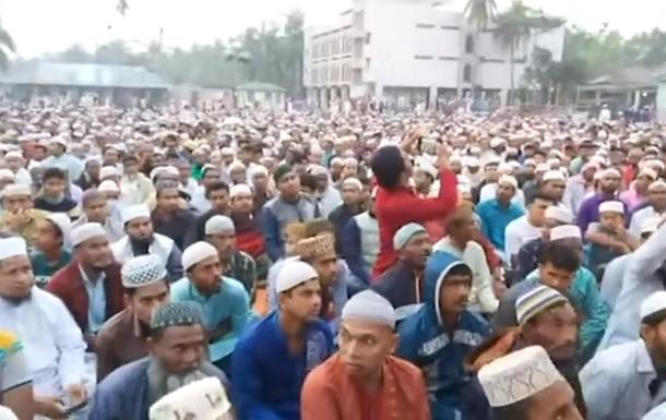 Тисячі мусульман молилися проти коронавірусу