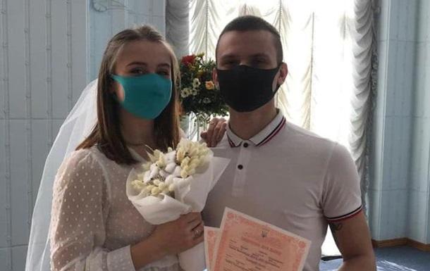 З явилися фотографії весіль під час карантину