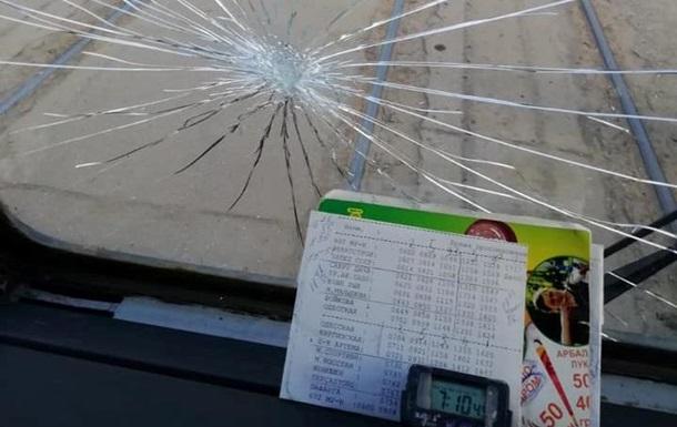 В Харькове разозленные пассажиры разбили окно в трамвае