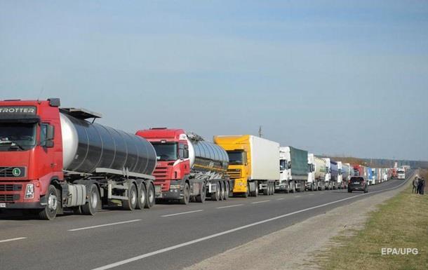 На границе сокращаются очереди грузовиков