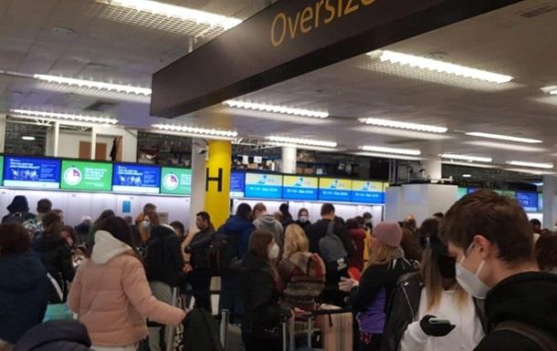 З Лондона повернулися понад 350 українців - МЗС