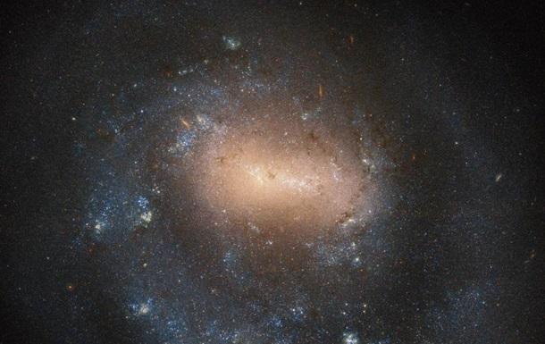 Телескоп Hubble снял  однорукую  галактику