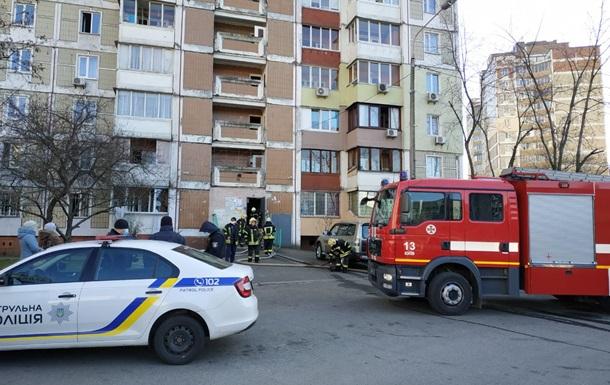 У Києві в багатоповерхівці сталася пожежа з вибухом