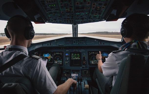 Экипаж самолета сбежал через окно из-за COVID-19