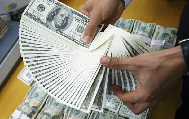 Наличный доллар продолжает дорожать