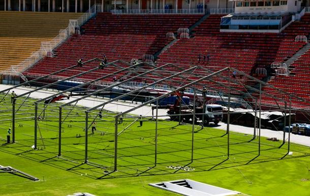Стадионы Бразилии превращают в полевые госпитали