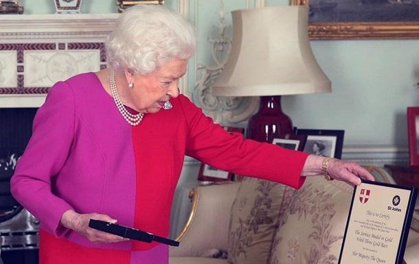 Елизавета II впервые провела аудиенцию по телефону