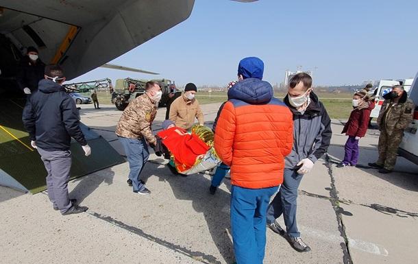 В Одессу самолет доставил 14 раненых бойцов на Донбассе