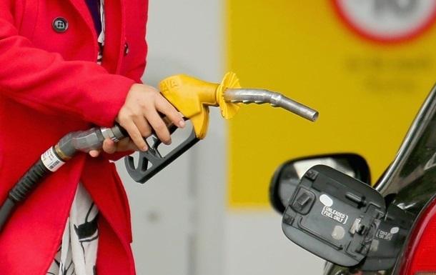На украинских АЗС резко упали цены
