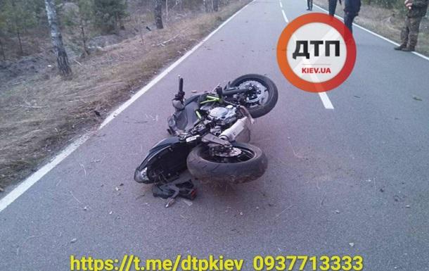 Під Києвом мотоцикліст потрапив у ДТП: пасажирці відірвало голову. 18+