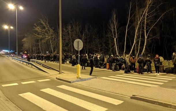 На границе с Польшей образовалась огромная очередь
