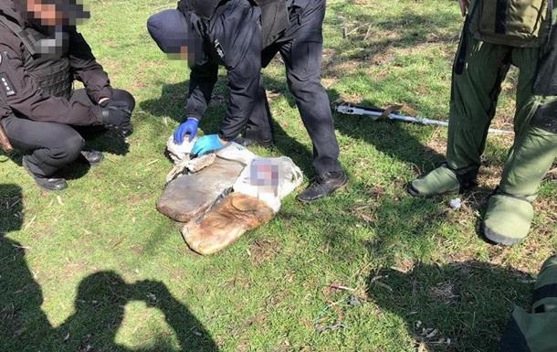 Під Слов янськом знайшли сховок із десятками кілограмів пластиду