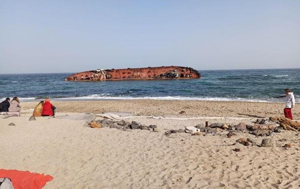 Одесситы  самоизолируются  на море - фоторепортаж