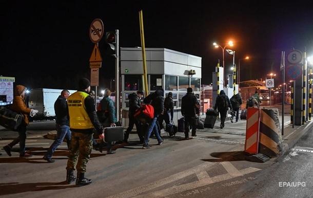 Колапс на кордонах. Українці повертаються додому