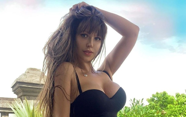 Модель Playboy ищет пару на карантин: фото