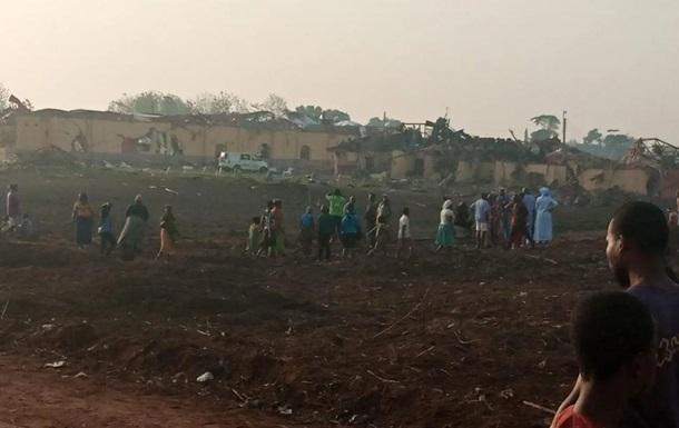 В Нигерии мощный взрыв разрушил сотни домов и автостраду