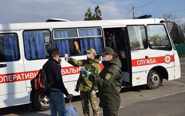 Украинцев с польской границы увозили 500 рейсами