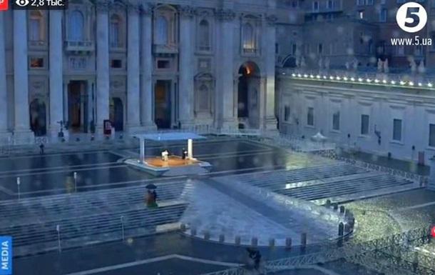 Одинокая молитва Папы в Ватикане