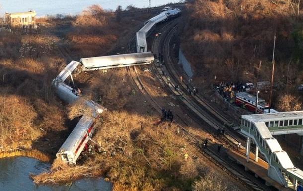 В Китае сошел с рельсов и опрокинулся поезд