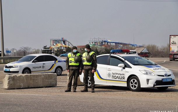 В Одессе устанавливают блокпосты - фоторепортаж