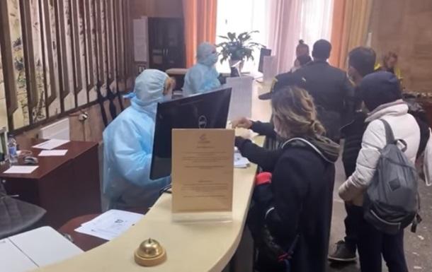 В Киеве туристы сбежали из отеля, где должны были пройти обсервацию