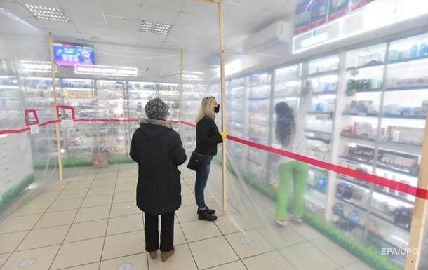 Кабмин разрешил больным COVID-19 ходить в аптеки и магазины