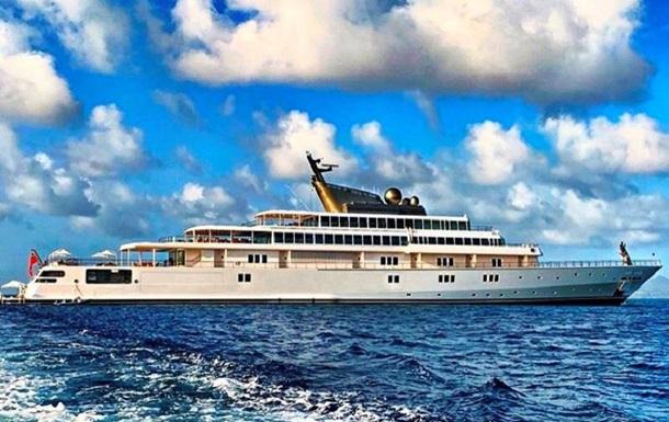 Миллиардер ушел на карантин на самой большой частной яхте в мире