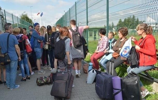 Треть украинцев потеряли работу в Польше - опрос