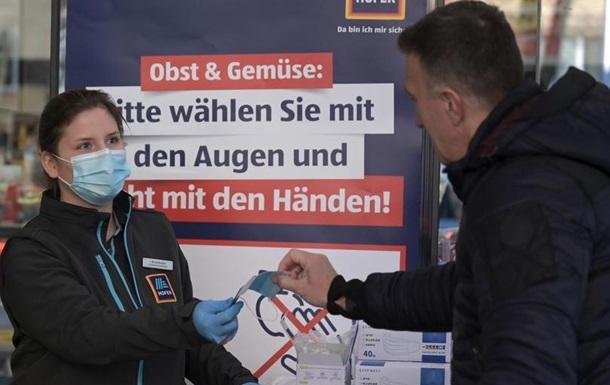 В Австрії супермаркети почали роздавати покупцям маски