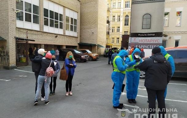 В Киеве более полусотни туристов сбежали с обсервации