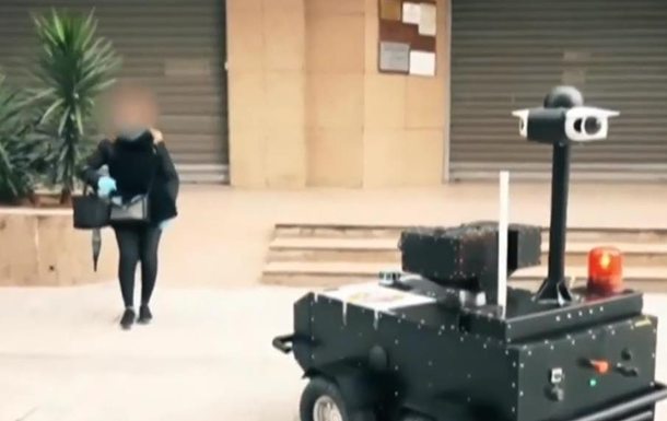 В Тунисе режим карантина контролируют роботами