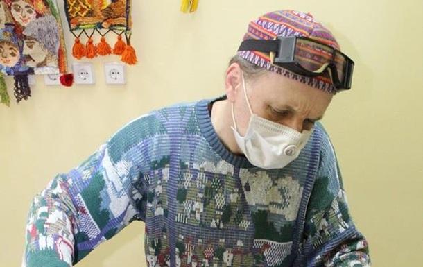 У музеї Миколаєва шиють маски на раритетній машинці