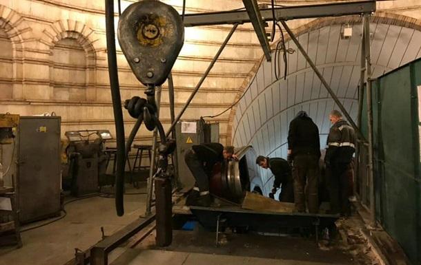 Киевское метро использует карантин для ремонта эскалаторов