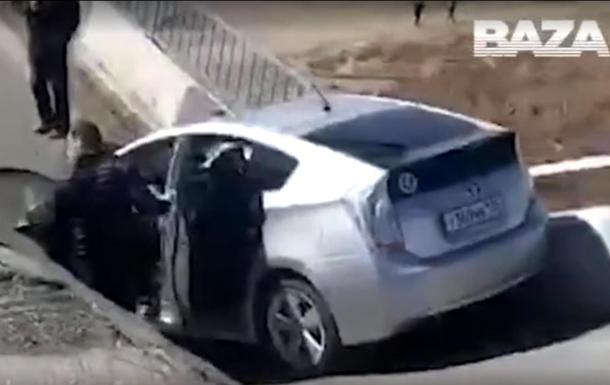 Водитель снял обрушение моста и провалился сам