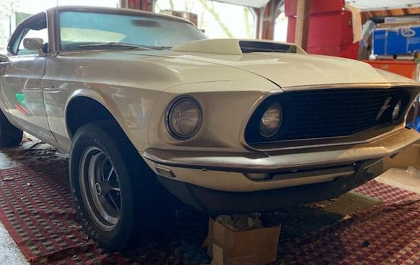 Редкий Ford Mustang нашли в гараже спустя 39 лет