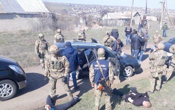 Фінансування тероризму в особливо великих розмірах – ДБР затримало працівника СБ