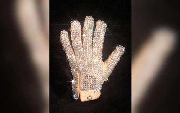 Перчатка Майкла Джексона ушла с молотка за $104 тысячи
