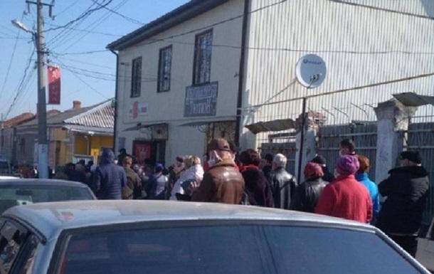 В Первомайске образовалась километровая очередь к открывшемуся рынку