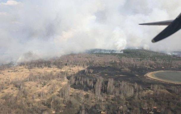 На Житомирщине третьи сутки полыхает лес