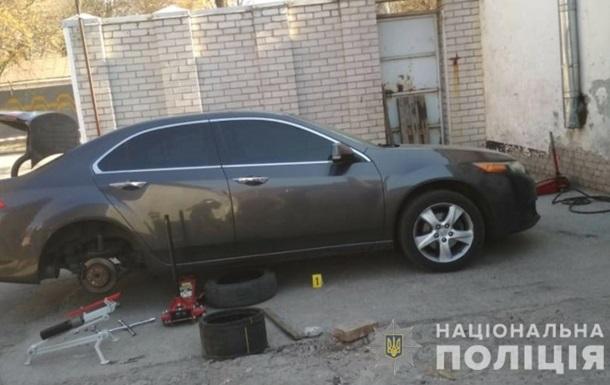 В Днепре автомобиль со взрывчаткой заехал на СТО