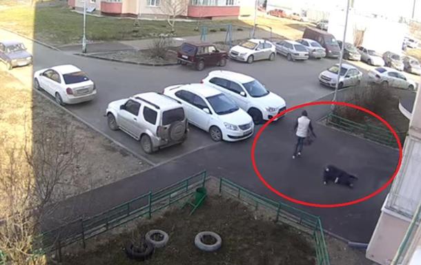 В Казани у пенсионерки отняли тележку с продуктами
