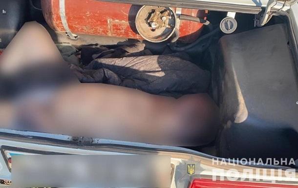 На Сумщине задержали мужчин, перевозивших труп в багажнике авто
