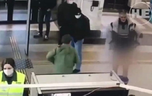 В Пскове мужчина снял трусы на рамке детектора