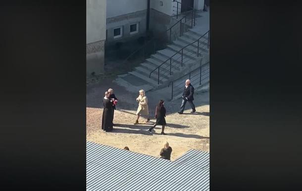 У Львові, незважаючи на карантин, за церквою причащають прихожан