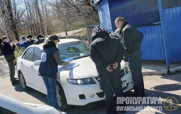 Двоих полицейских на Луганщине поймали на взятке