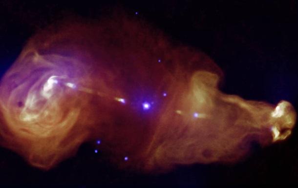 Астрономы зафиксировали таинственное поведение черной дыры