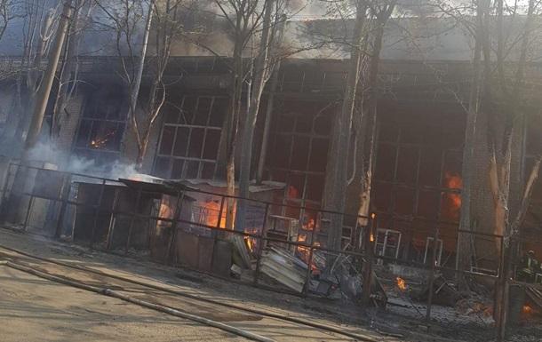 Масштабный пожар на складе в Киеве возник из-за мангала