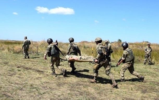 На Донбасі вісім обстрілів, є поранений